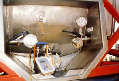 Bottom valve compartment - reefer tank
